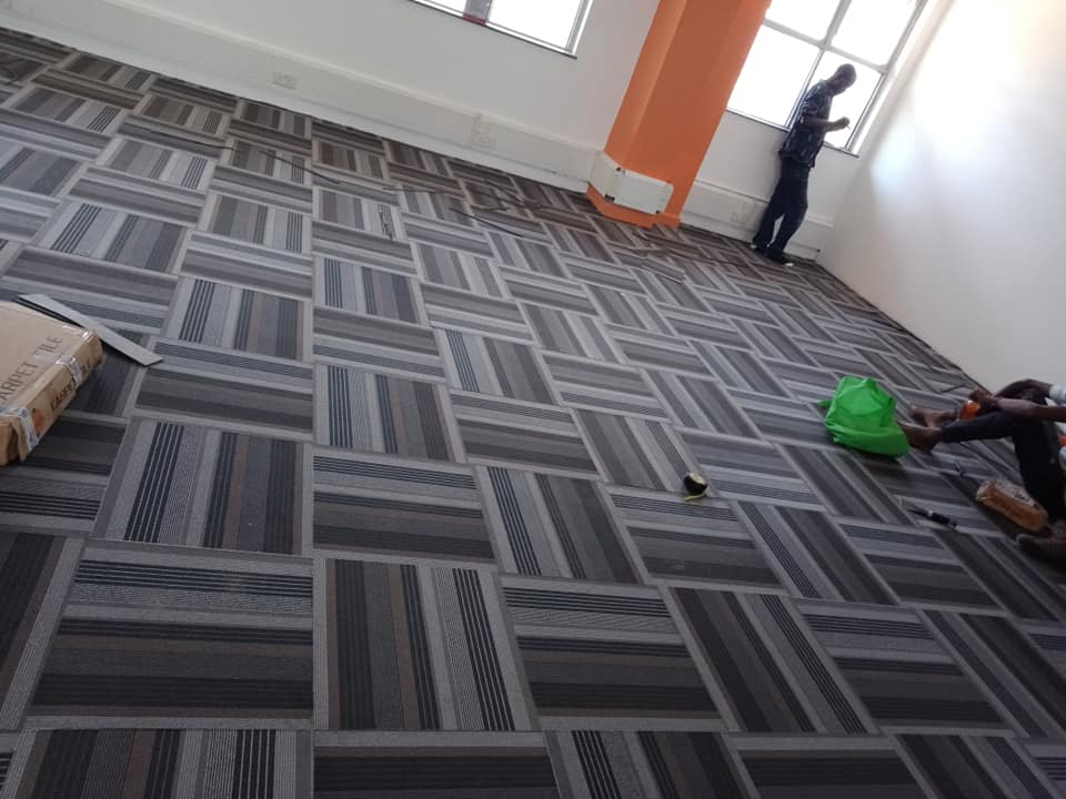 Carpet tiles installation
