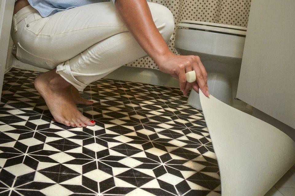 vinyl-floor-mat-via-smallspaces.about.com-56f5c32f3df78c78418a1a10